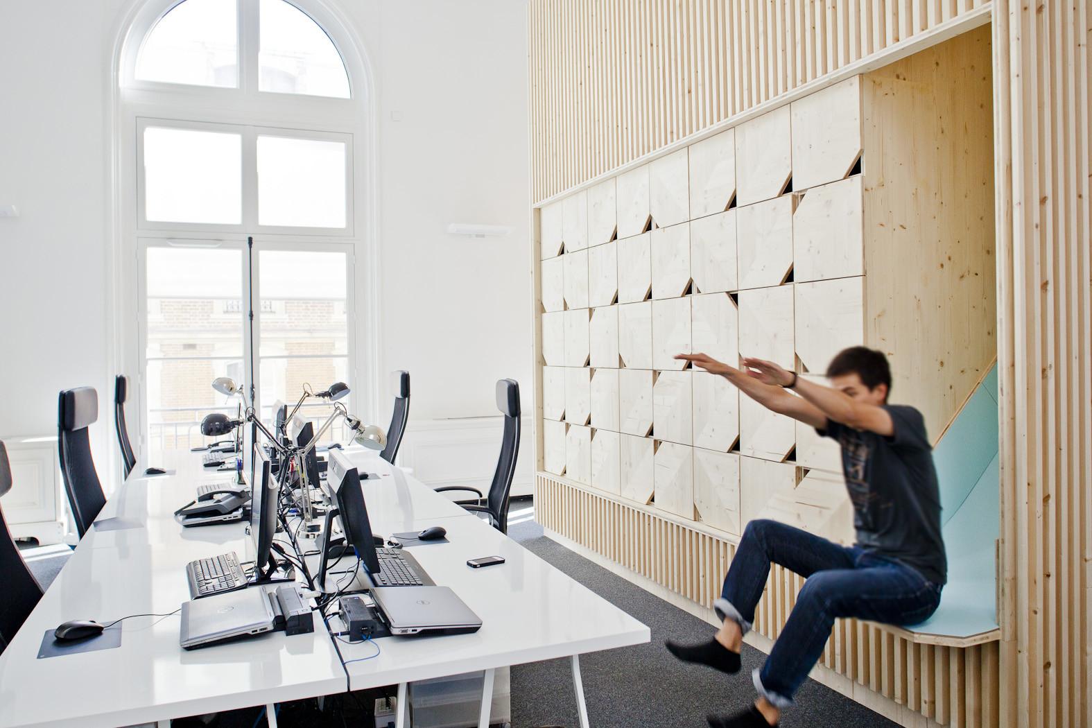 cool open office space cool office arnaud schelstraete amenagement des bureaux ekimetrics estelle vincent architecture