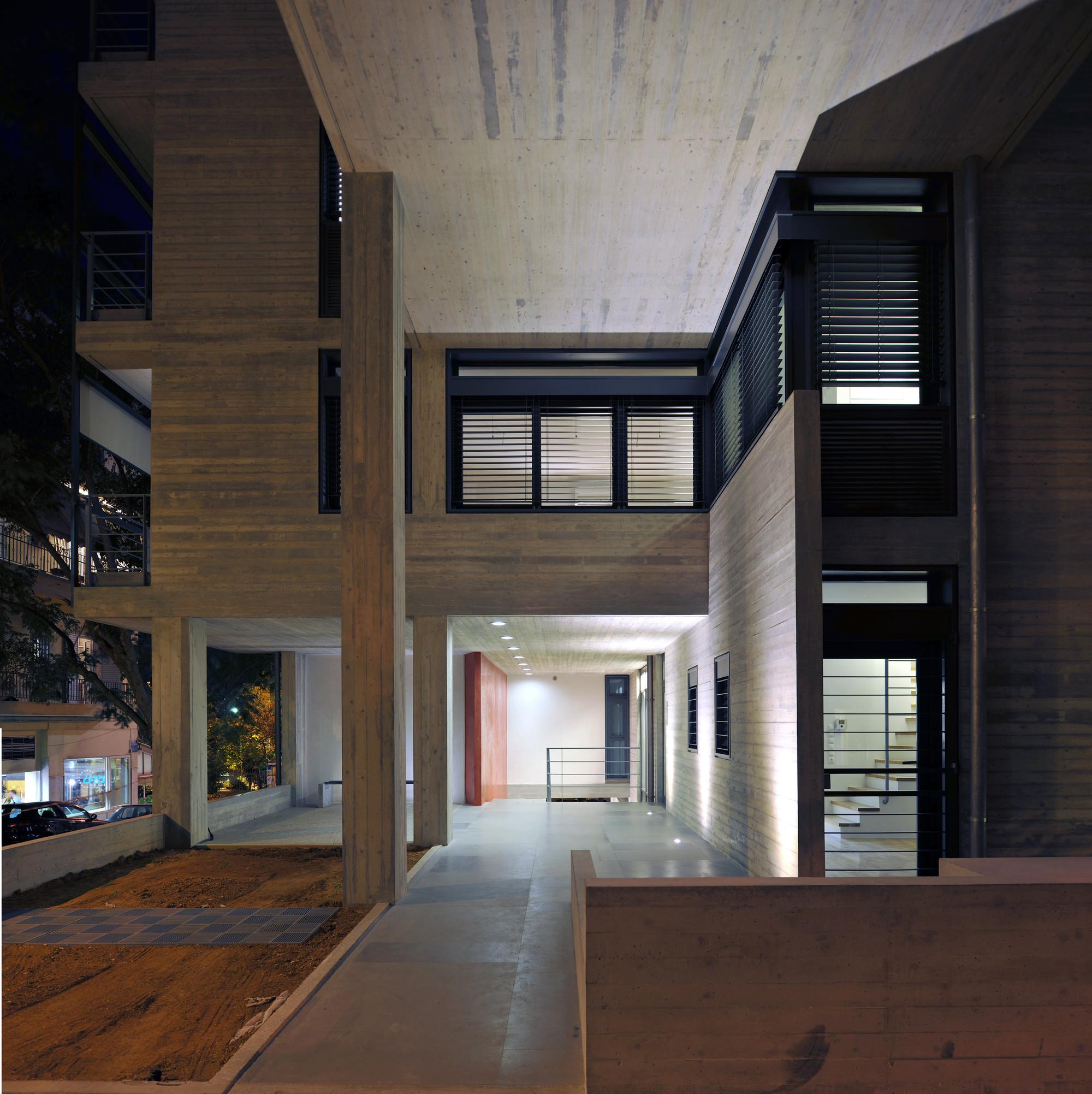 Edificio de apartamentos en la calle Deinokratous, Atenas / Giorgos Aggelis, © H. Louizidis