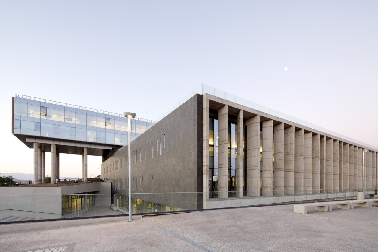 El carmen hospital maipu bbats consulting projects for Imagenes de arquitectura minimalista