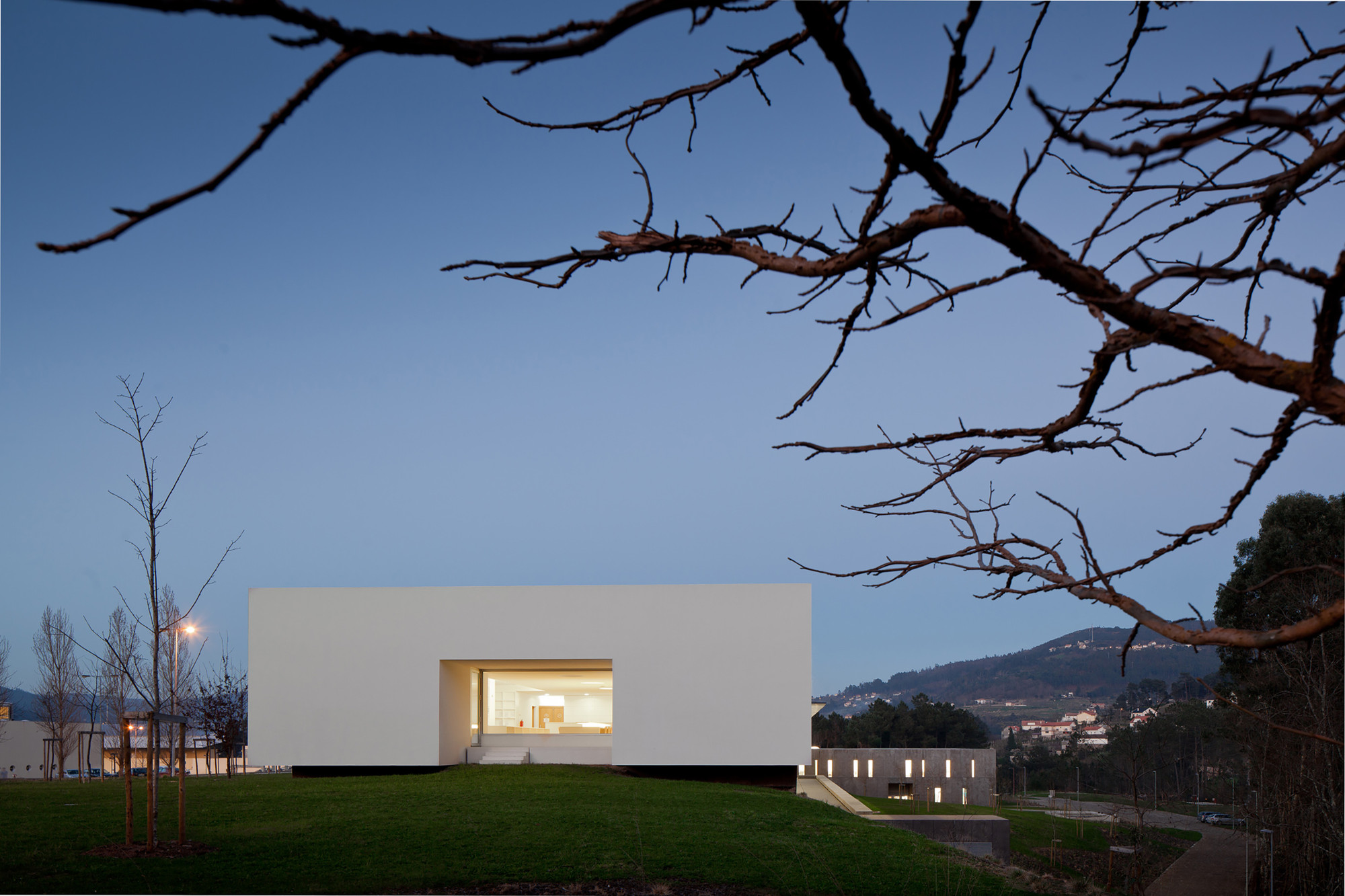 Melgaço Sports School Monte Prado / Pedro Reis Arquitecto, © José Campos | Architectural photography