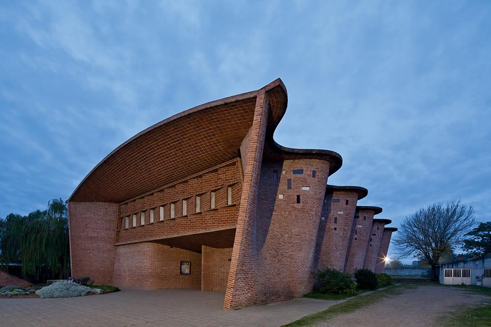 Proyecto Instagram para la exposición del MoMA: Latinoamérica en Construcción: Arquitectura de 1955 a 1980, Iglesia del Cristo Obrero, Atlántida, Uruguay, de Eladio Dieste. Image © Leonardo Finotti
