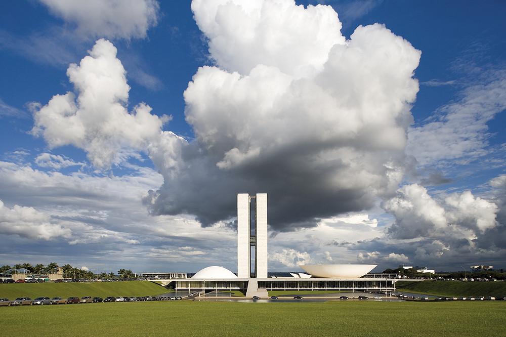 """Instagram fecha parceria com o MoMA para a exposição """"Latin America in Construction: Architecture 1955–1980"""", Congresso Nacional, Brasília, de Oscar Niemeyer. Image © Leonardo Finotti"""