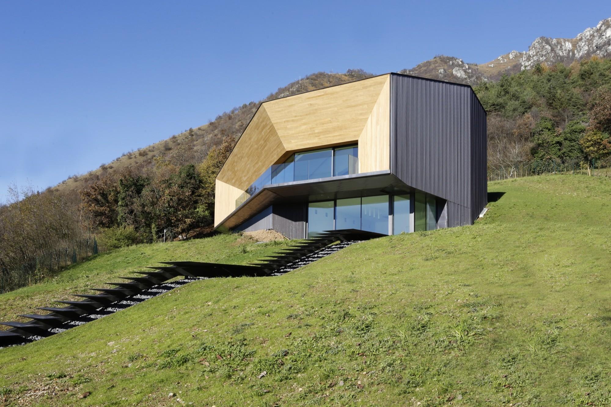 Alps villa camillo botticini archdaily for Ville bifamiliari moderne