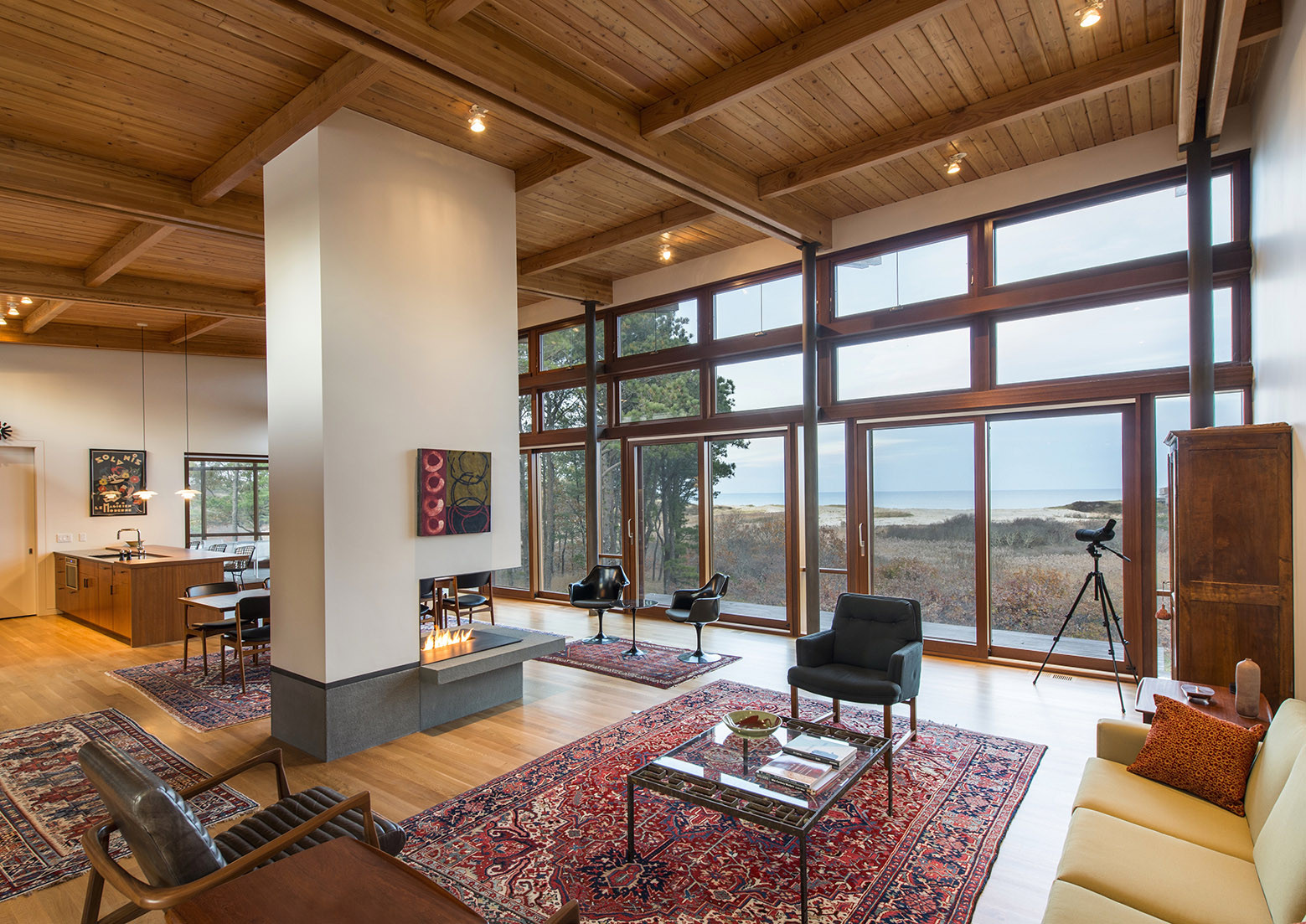 Long dune residence hammer architects archdaily for Mid century modern design principles