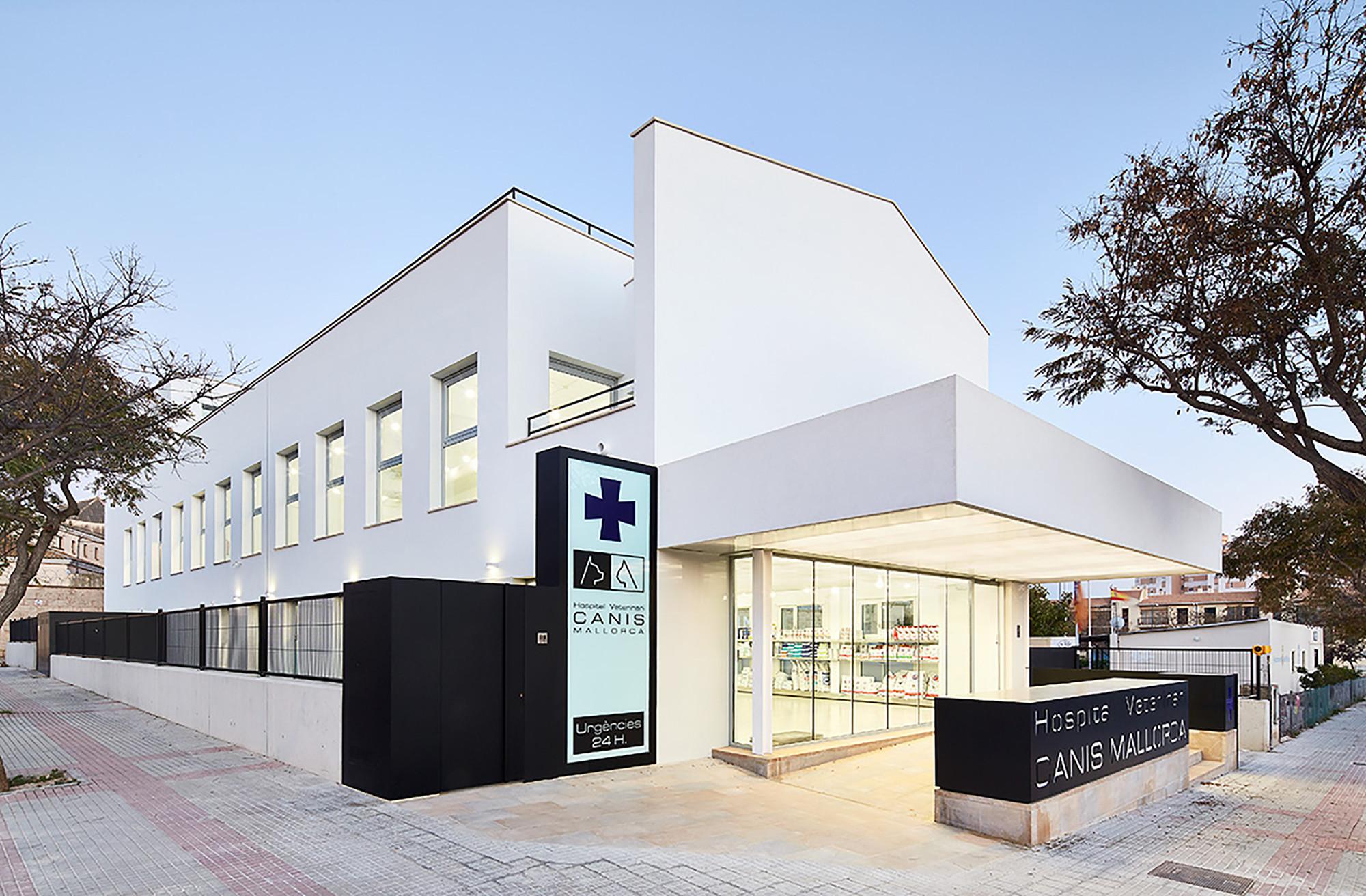 Hospital Veterinario Canis Mallorca  / Estudi E. Torres Pujol, © Jose Hevia