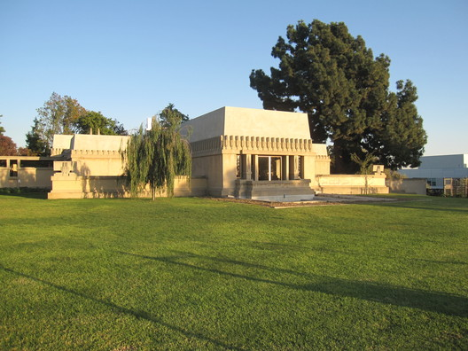 Hollyhock House. Imagem © Flickr CC User edward stojakovic