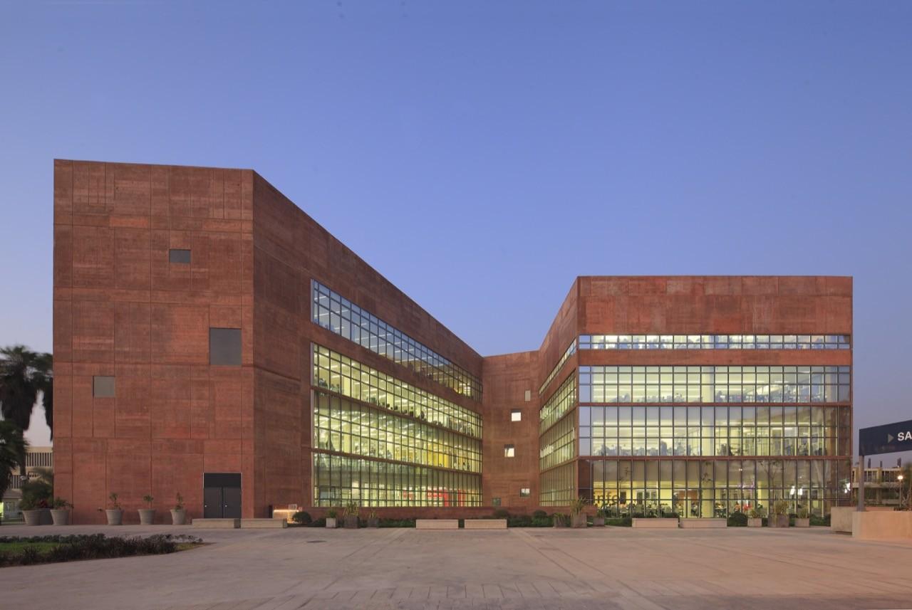 Galer a de biblioteca de ciencias ingenieria y for Biblioteca arquitectura