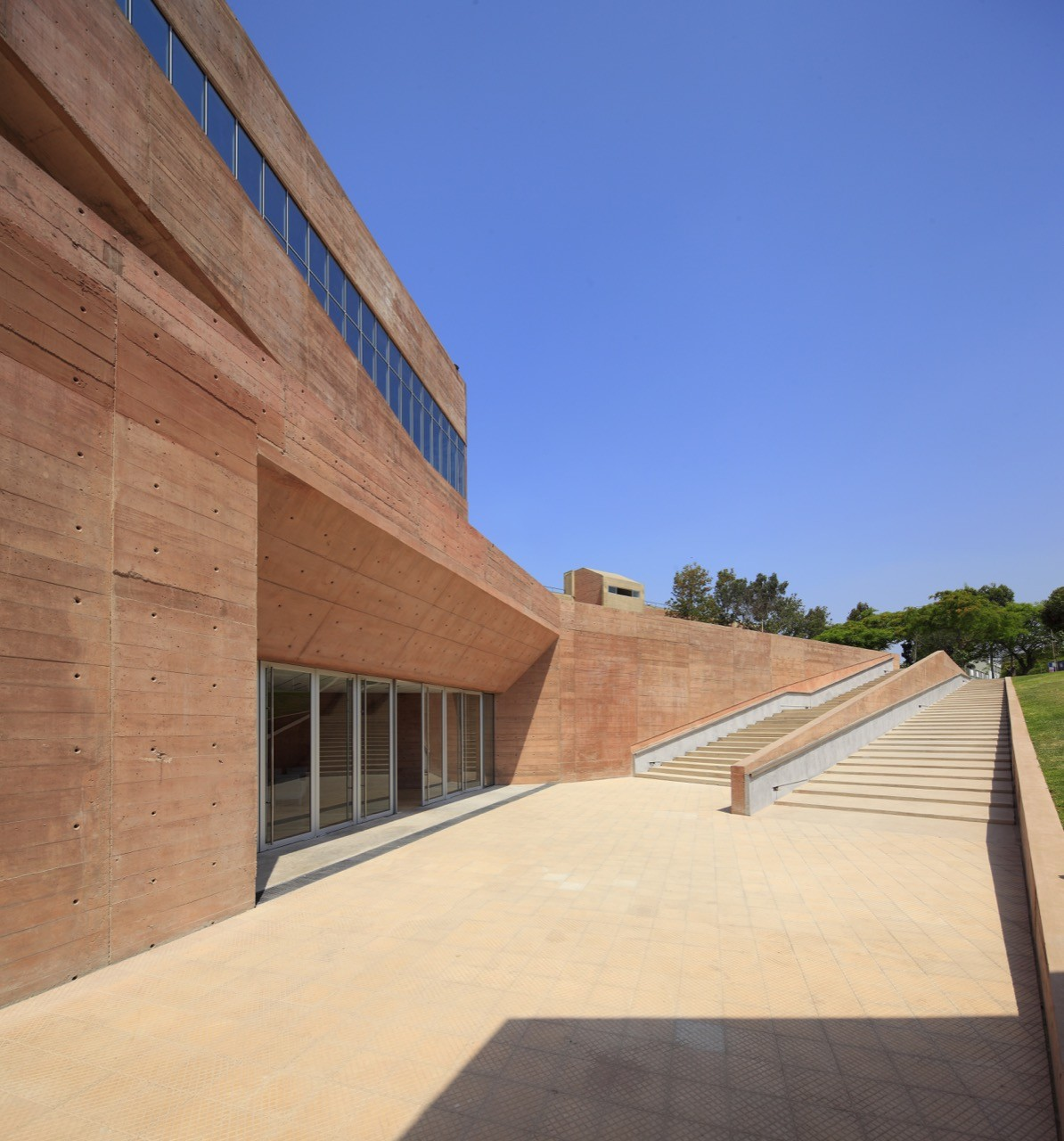 Galer a de biblioteca de ciencias ingenieria y for Ingenieria y arquitectura