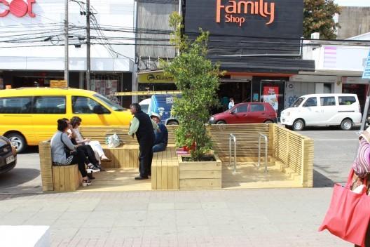 Intervención Urbana: Estacionamiento del centro de Valdivia se convierte en un MiniParque, © vía Plataforma Urbana