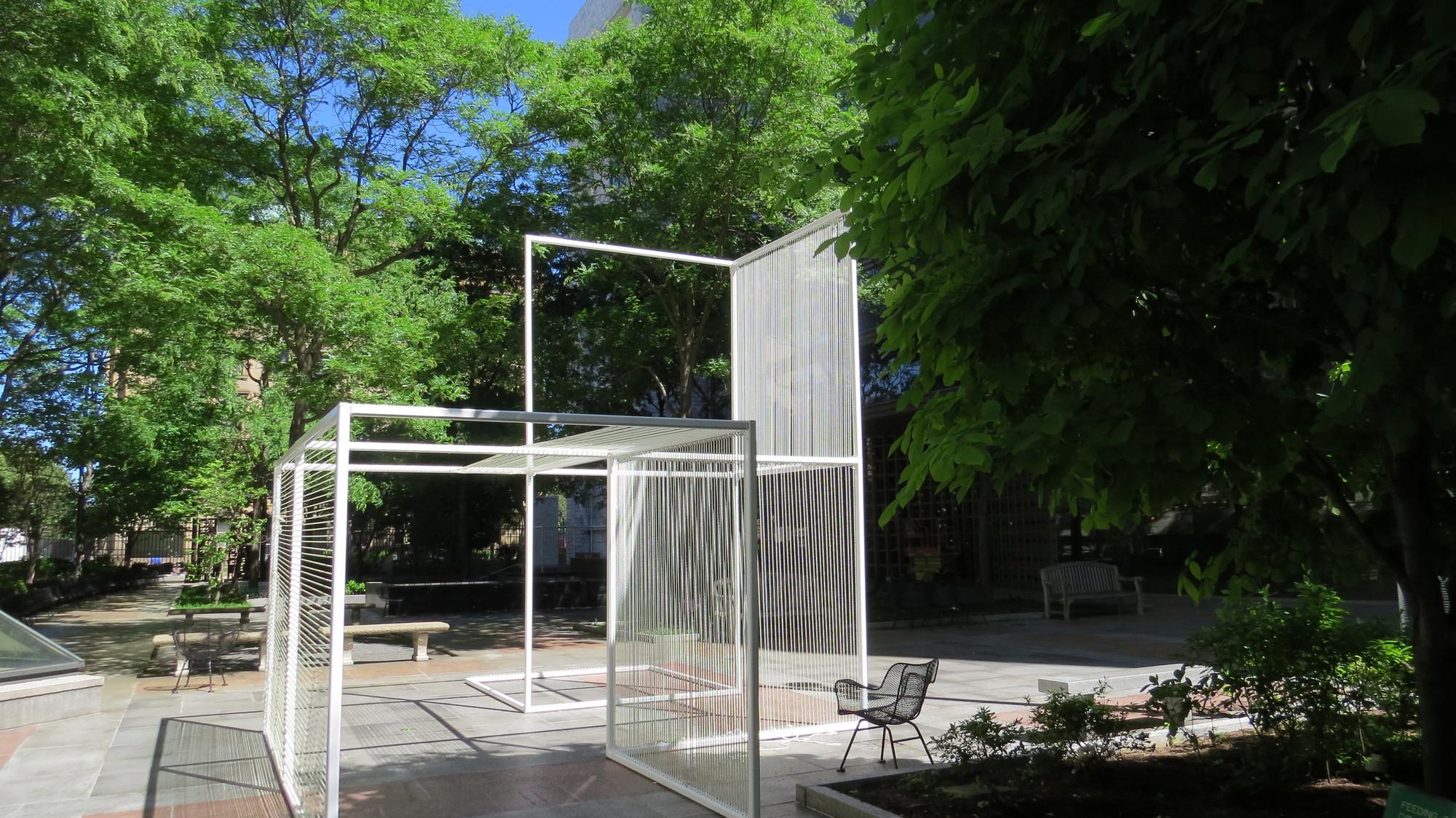 Intervención Urbana: Drawing Lines, escultura que transforma percepción del espacio, Cortesia de x-studio