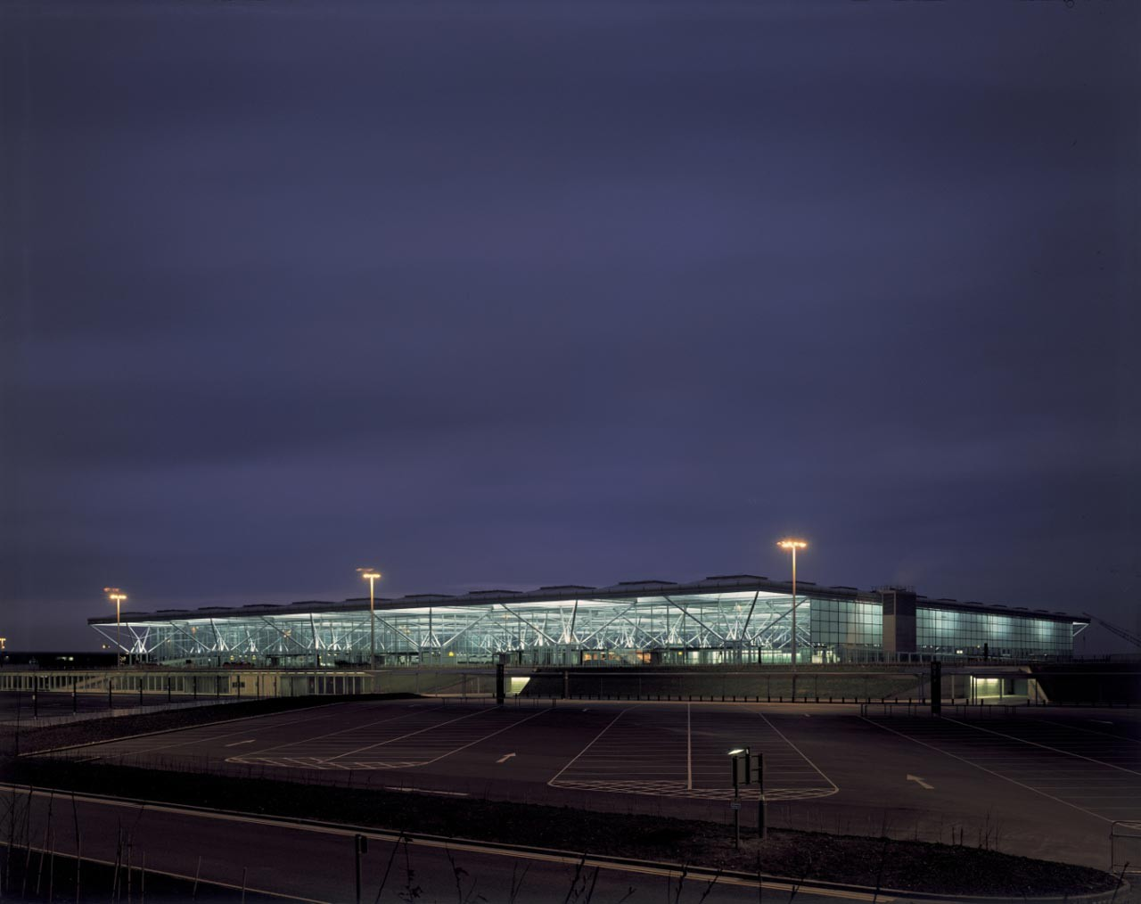 Jane Priestman Wins Inaugural Ada Louise Huxtable Prize, Priestman worked with Foster + Partners on the Stansted Airport during her time at the British Airports Authority. Image © Foster + Partners