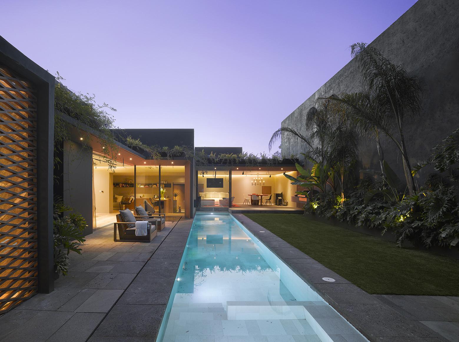 Casa Barrancas / EZEQUIELFARCA arquitectura y diseño, © Roland Halbe
