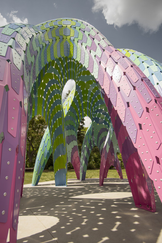 "Marc Fornes / THEVERYMANY Constructs Self-Supported ""Vaulted Willow"" with Ultra-Thin Aluminum Shells, © Marc Fornes & THEVERYMANY"