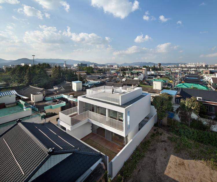 172M2 compact House /  JMY architects , © Joonhwan Yoon