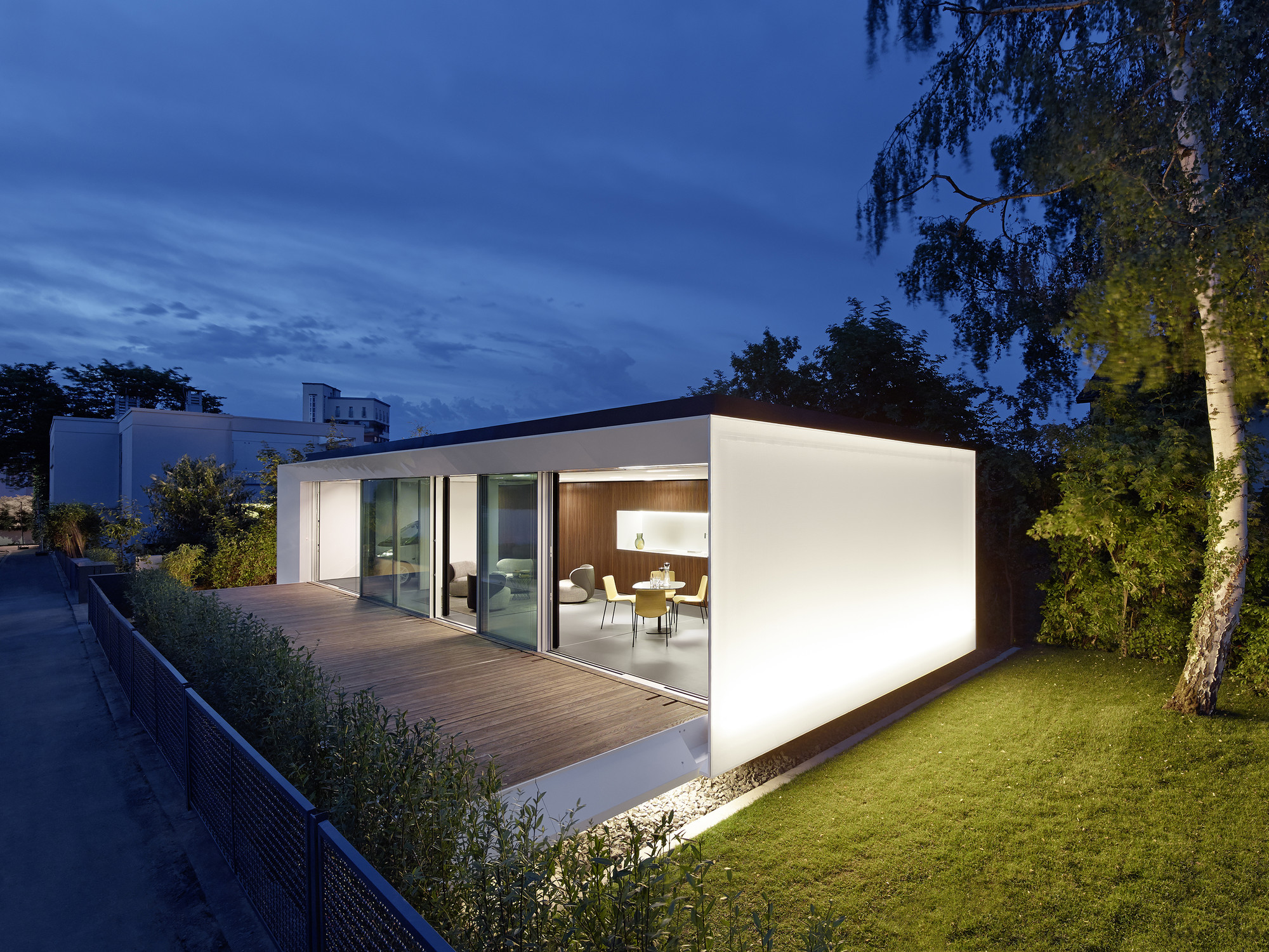 House b10 werner sobek group archdaily for Casa bungalow california