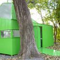 Modulo de vigilancia y vestuario / Estudio Borrachia Arquitectos