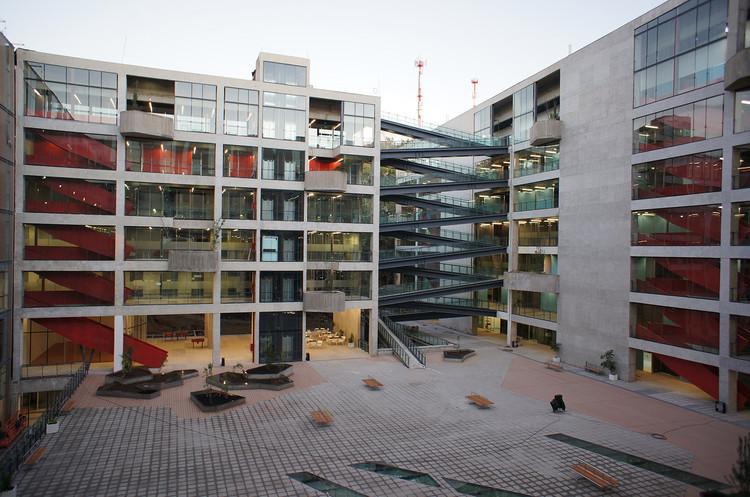 UNAB Viña del Mar / Martin Schmidt Radic Arquitectos Asociados, © Aryeh Kornfeld