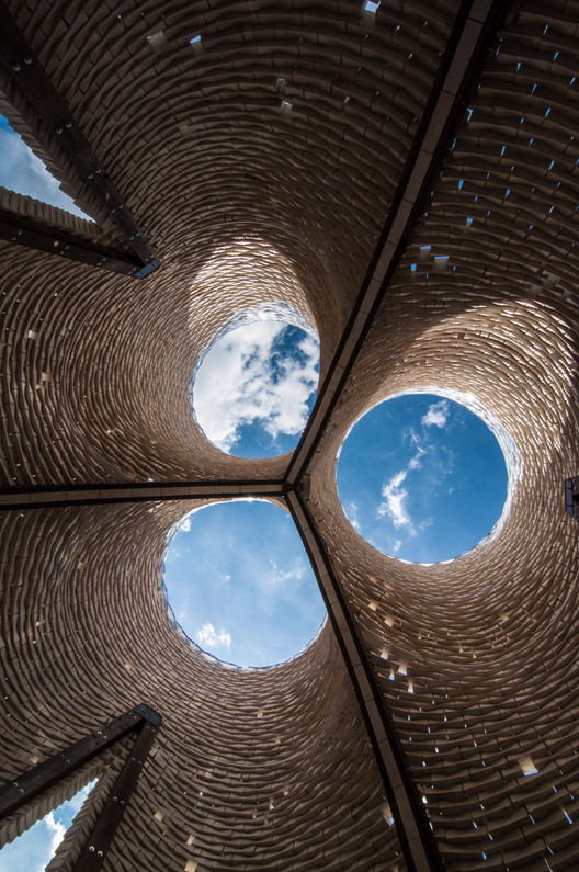 BIG, Heatherwick y The Living entre los estudios más innovadores según Fast Company, Hy-Fi - The Organic Mushroom-Brick Tower / The Living. Imagen © Andrew Nunes