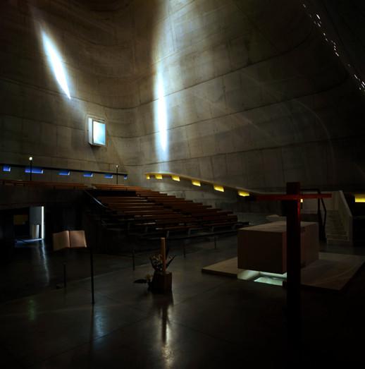Surgimento de projeções solares. Igreja de Saint-Pierre, Firminy, França. Imagem © Henry Plummer 2011