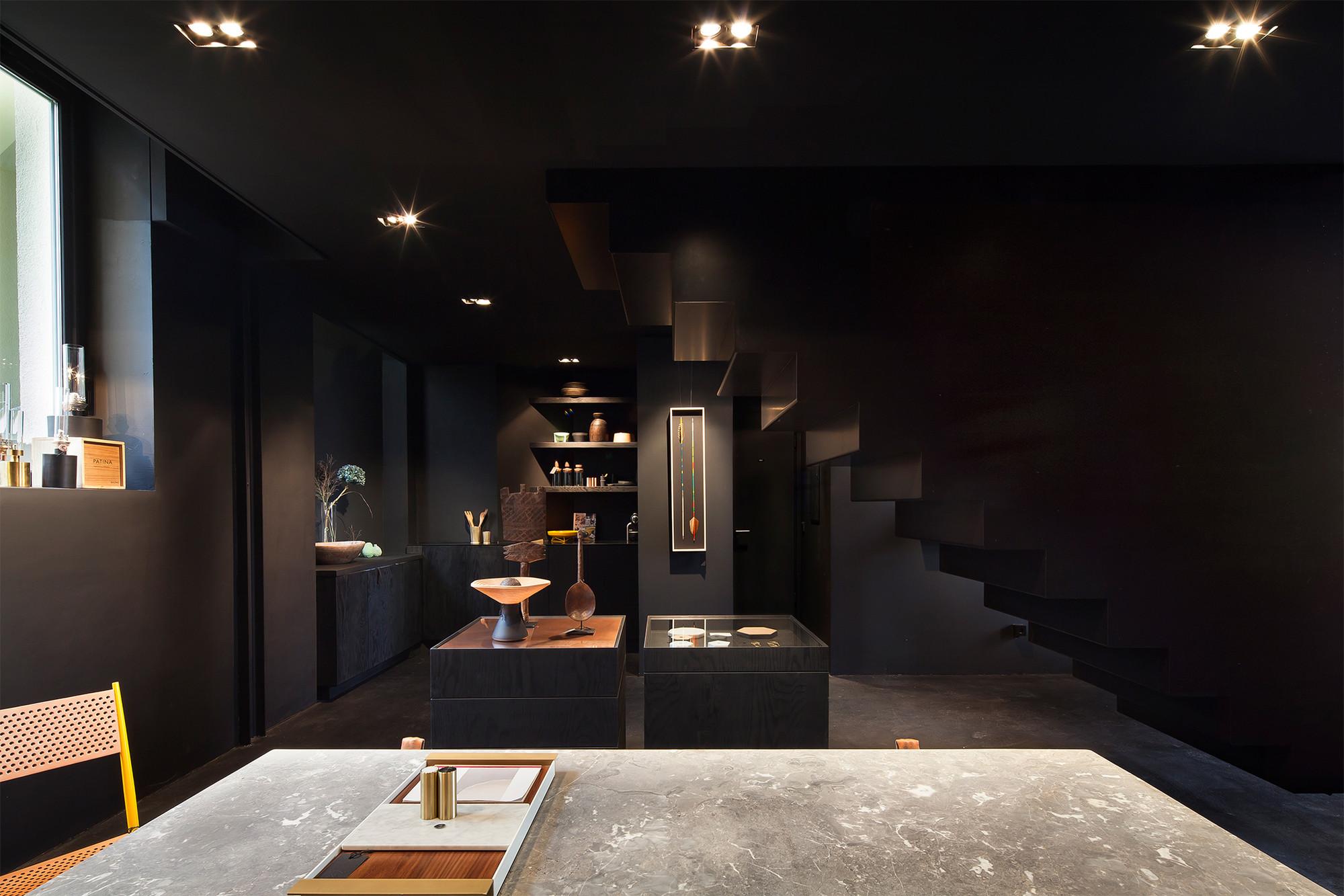 Gallery of bazar noir hidden fortress 9 for Idee de deco couloir