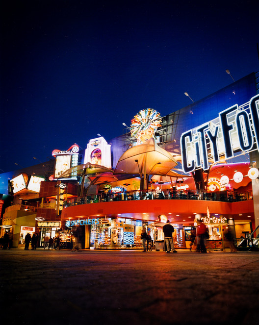 Jon Jerde, California Architect Known for Reinventing the Shopping Center, Dies at 75, Universal CityWalk. Image © Casey Sayre