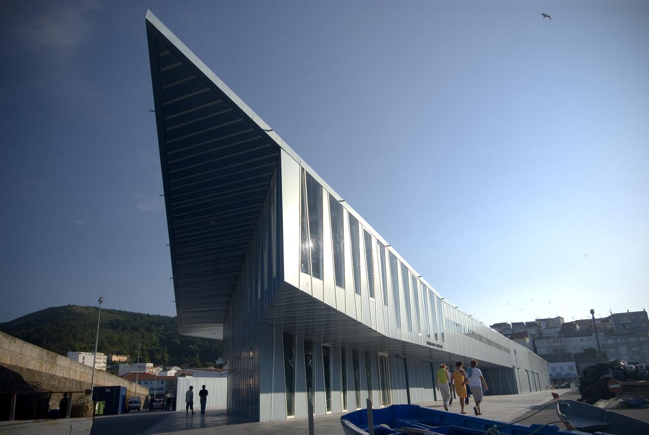 Lonja para el puerto de Fisterra / CREUSeCARRASCO arquitectos