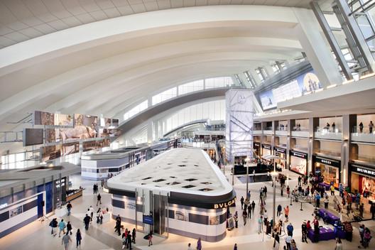 Tom Bradley International Terminal / Fentress Architects. Image © Fentress Architects