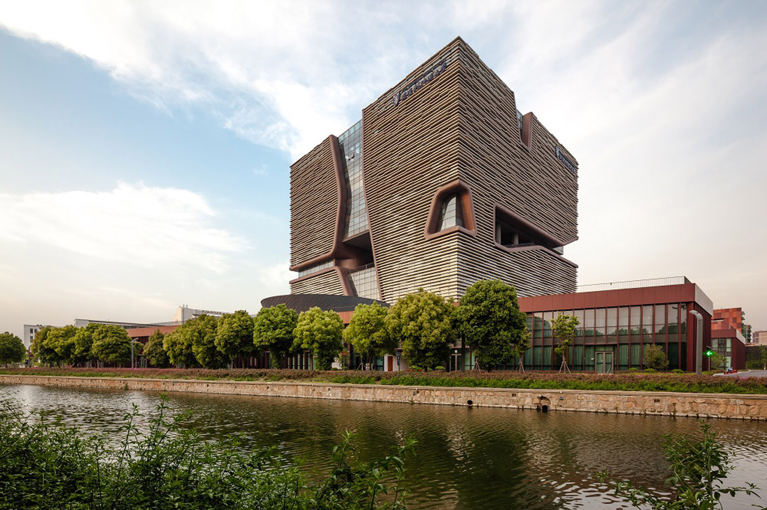 XJTLU Becomes First Chinese Architecture Course with Unconditional RIBA Accreditation , XJTLU's Administration Information Building, completed in 2013 by Aedas. Image Courtesy of Aedas