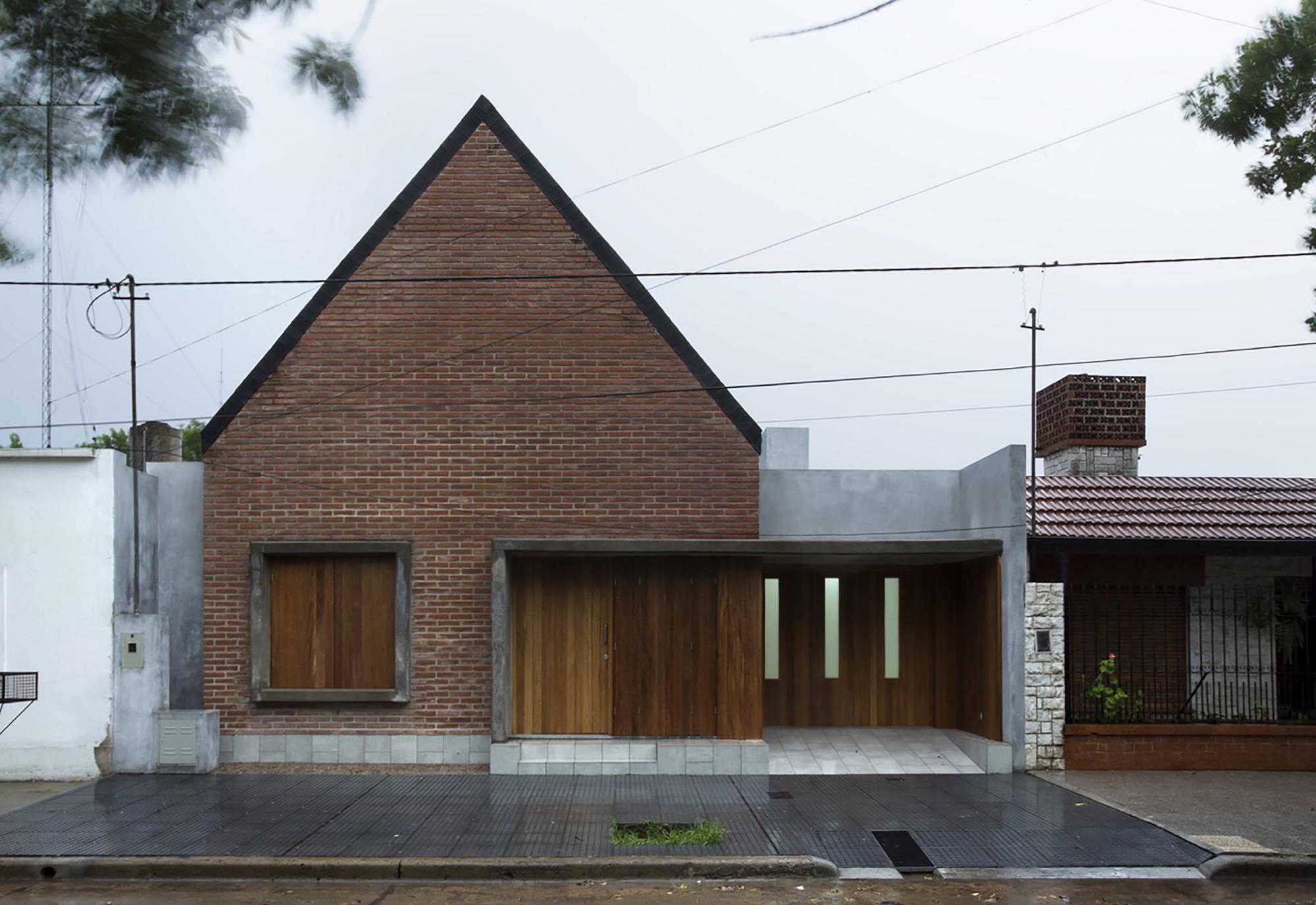 House in La Pampa / Hernán Gastelú, © Gustavo Frittegotto