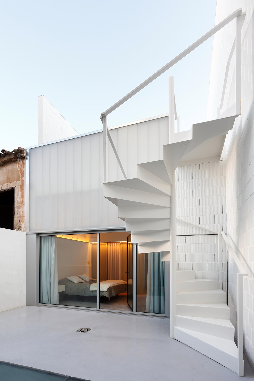 Galer a de casa 20 rue space 1 for Tipos de escaleras exteriores