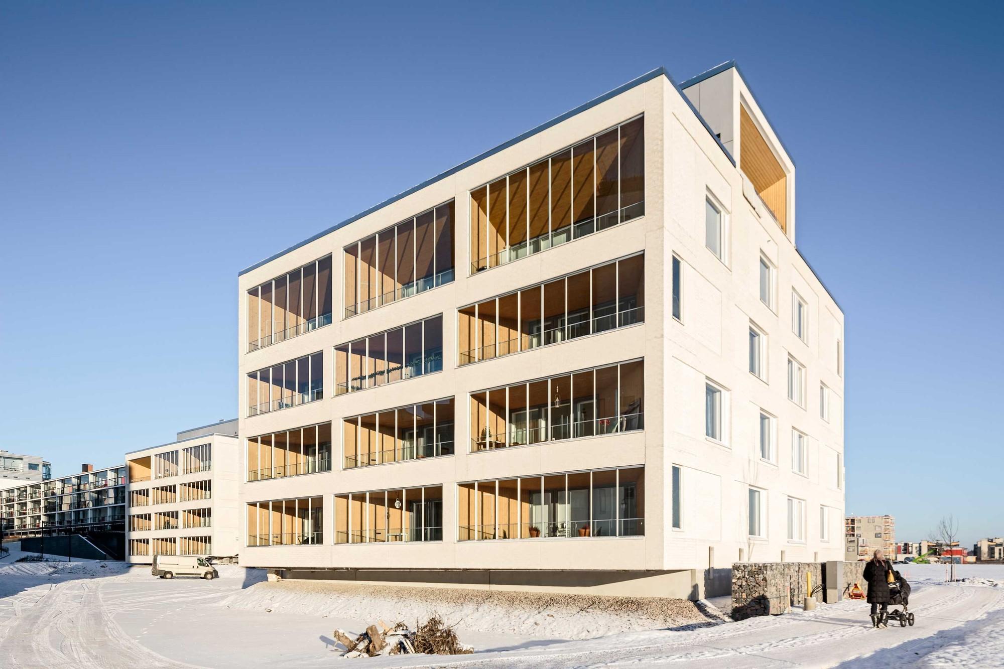 Edificio de Departamentos Kotisaarenkatu / Playa Arkkitehdit, © Tuomas Uusheimo
