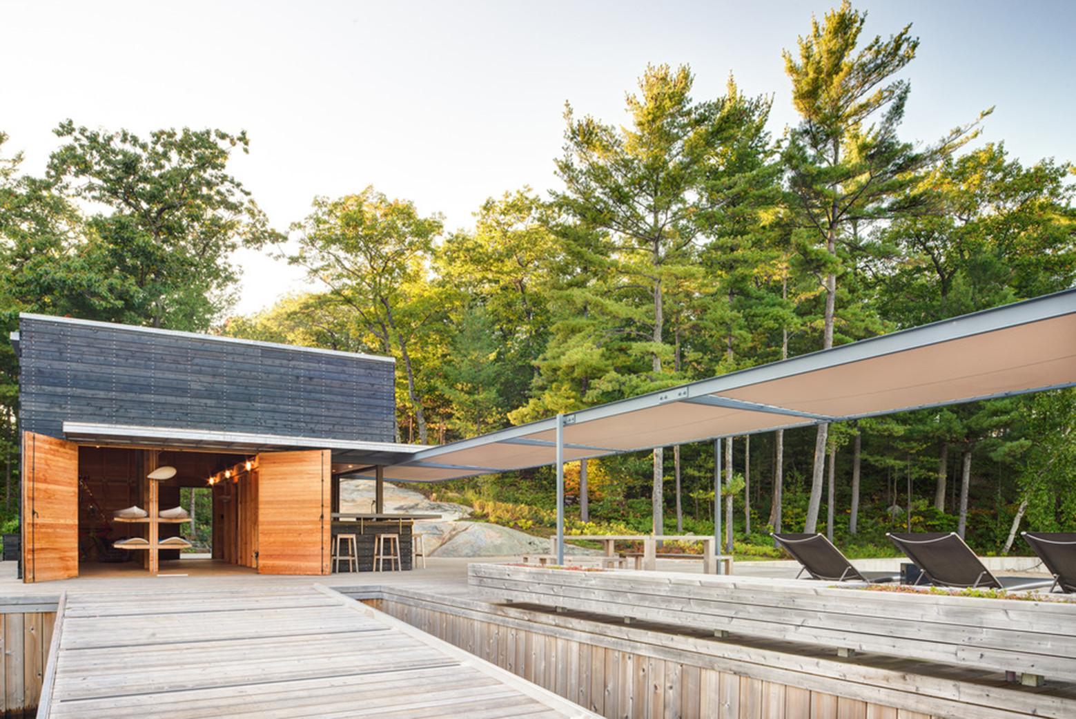 Un cobertizo moderno en el paisaje canadiense / Weiss Architecture & Urbanism Limited, © Arnaud Marthouret