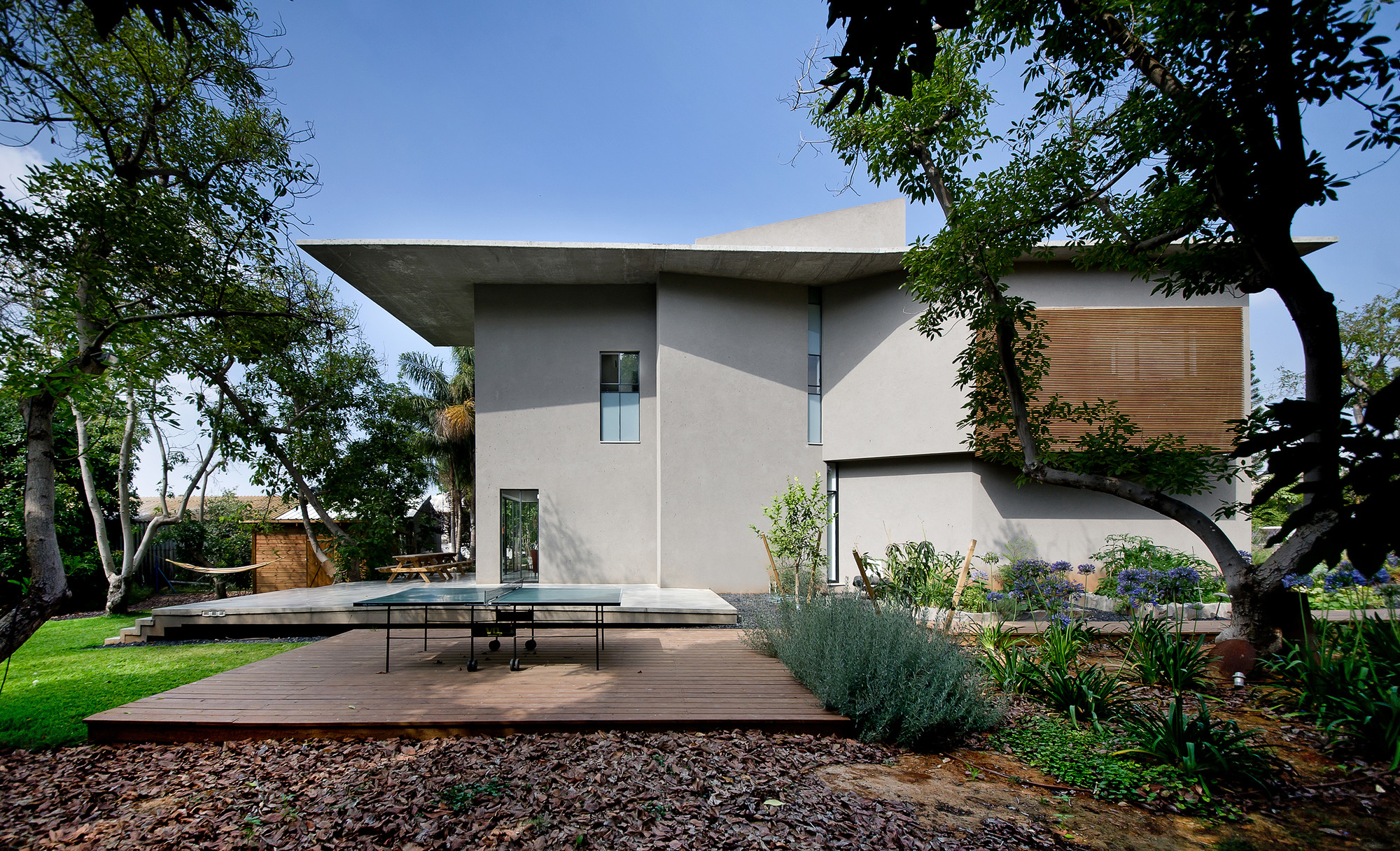 Avocado Grove House / Neuman Hayner Architects, © Amit Gosher