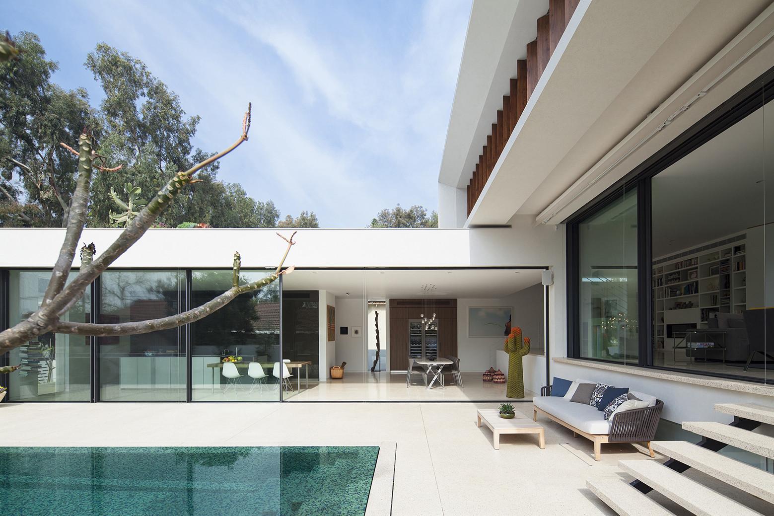 Gallery of mediterranean villa paz gersh architects 9 for Minimalist house uk