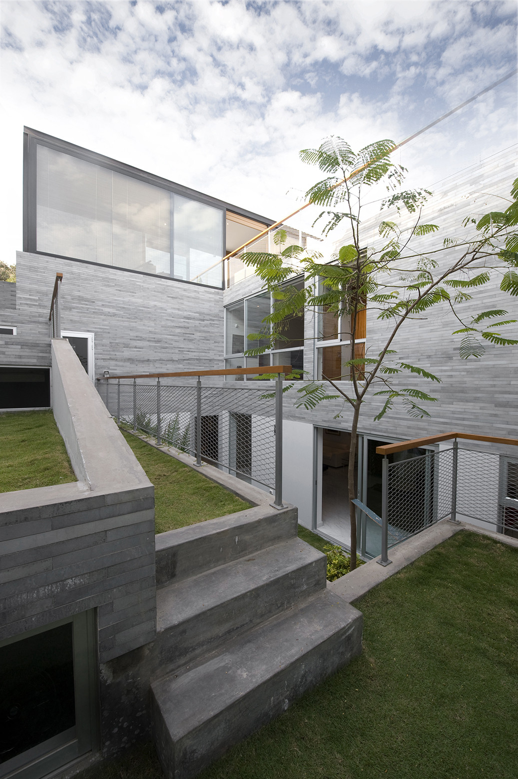 Spiral garden house 51 1 arquitectos archdaily for Casa infantil jardin
