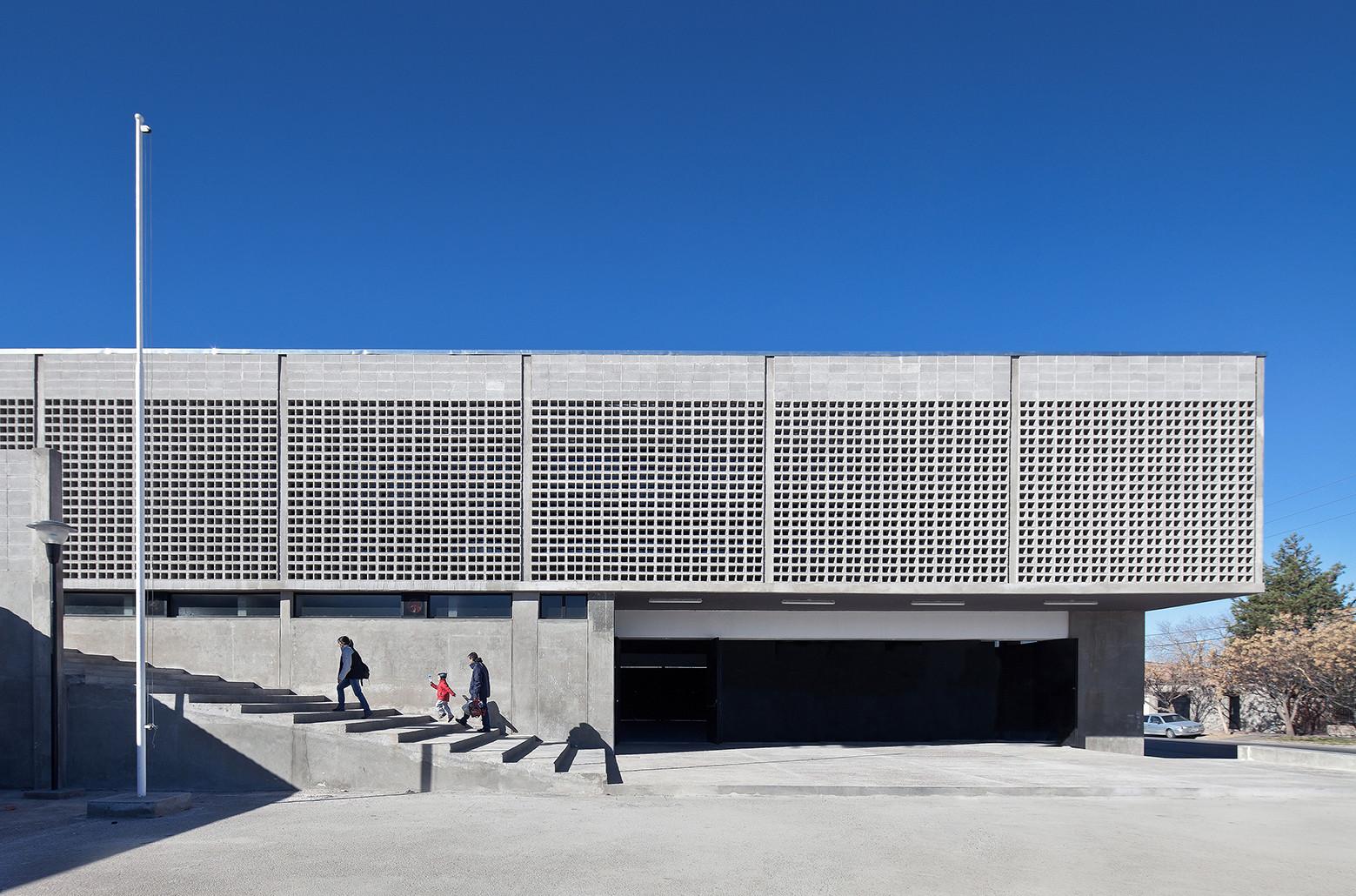 Poliesportivo Bº Províncias Unidas / Estudio demarchisalcedo.arqs + Barigelli & Asoc, © Maju Franzán