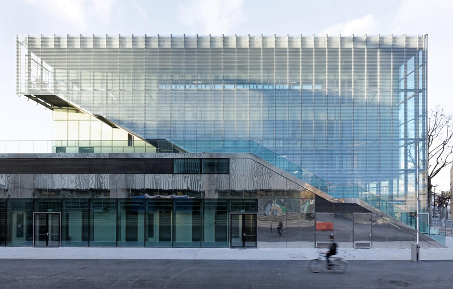 Polycarbonate Facade Building