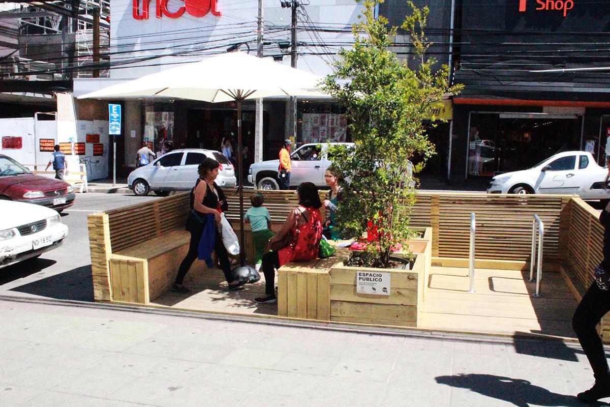 Mini parque en valdivia nuevos espacios p blicos en el for Mobiliario espacio publico