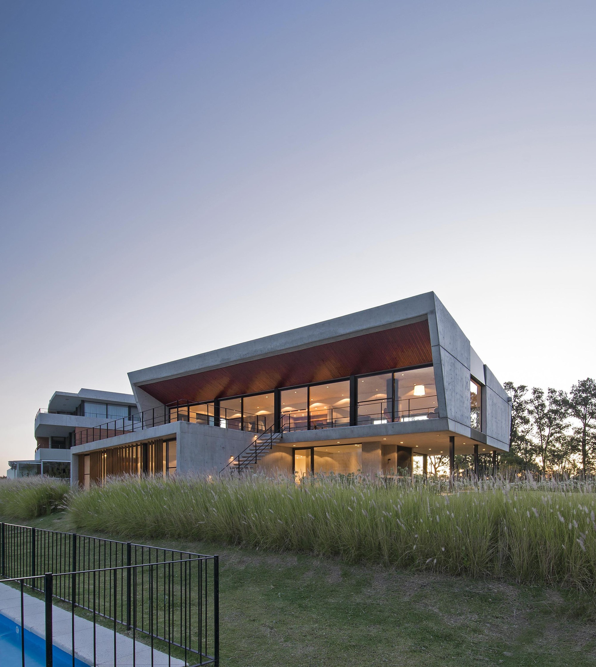 Yacht clubhouse estudio ramos archdaily for Clubhouse architecture design