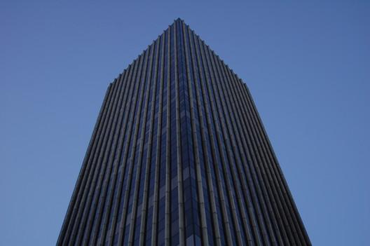 Vista del edificio desde su base. Imagen © flickr usuario il_tommy
