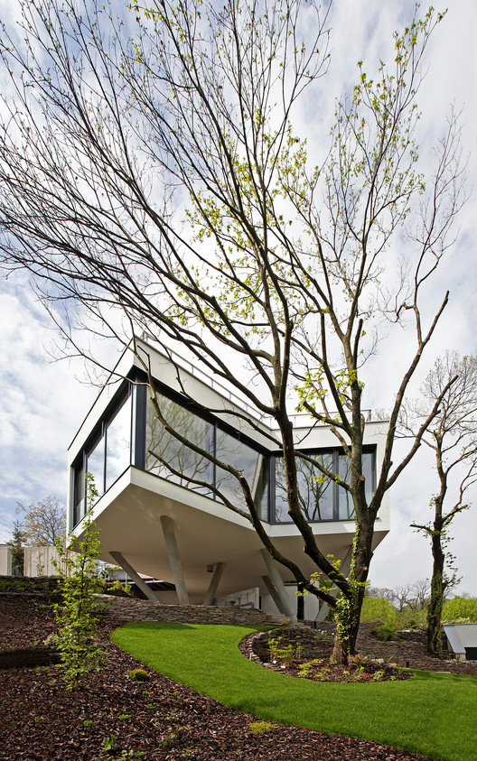 House Between The Trees / Šebo Lichý architects , © Tomáš Manina