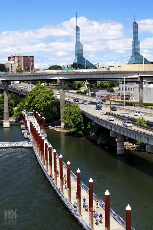 Cidades como Portland, que lideram na criação de espaços urbanos verdes e caminháveis, estão agora começando a quantificar os efeitos dessas políticas na saúde pública. Imagem © Flickr CC user Ian Sane