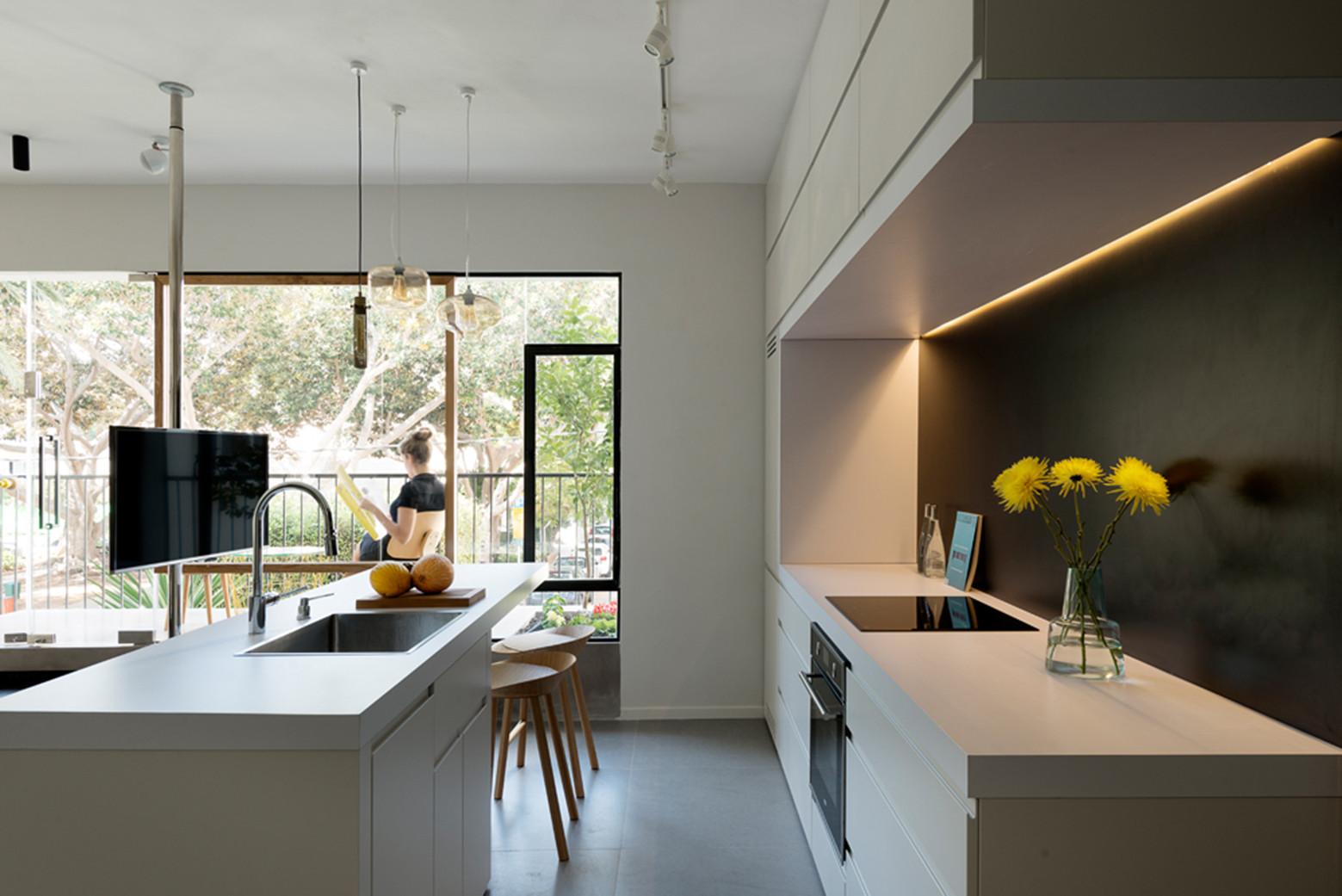 gallery of apartment in tel aviv amir navon studio 6b. Black Bedroom Furniture Sets. Home Design Ideas