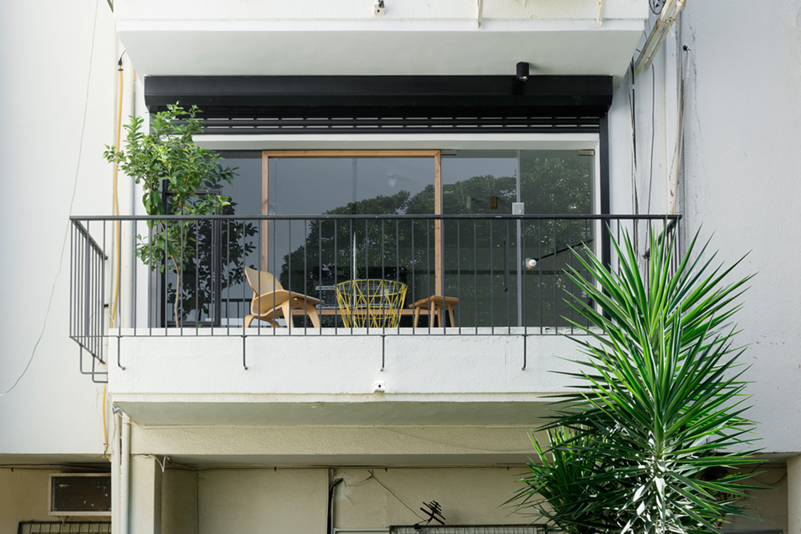 Gallery of apartment in tel aviv amir navon studio 6b for Studio 54 balcony