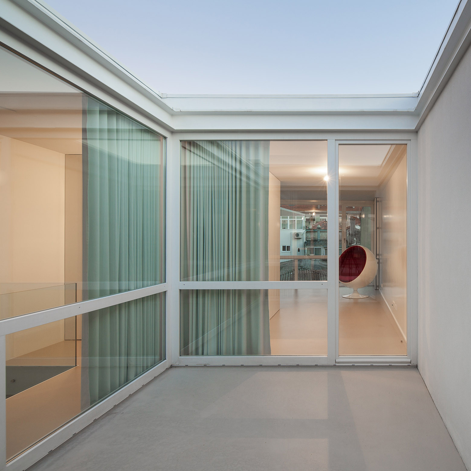 Casa Urbana en Rua do Lindo Vale / Ana Cláudia Monteiro + Vítor Oliveira