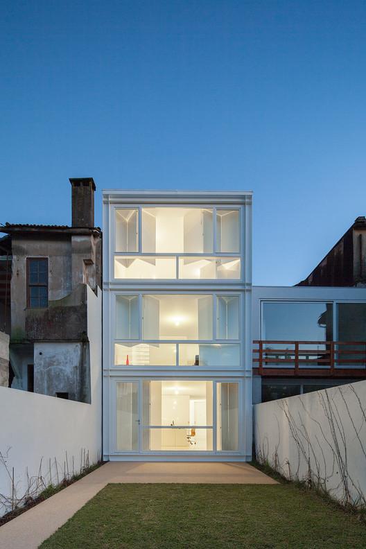 Casa Urbana en Rua do Lindo Vale  / Ana Cláudia Monteiro + Vítor Oliveira , © José Campos