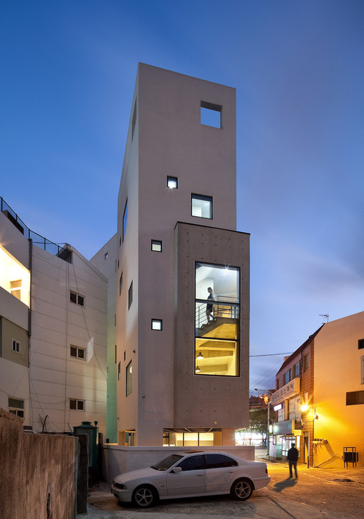 O+A Building / Architects Group RAUM | ArchDaily