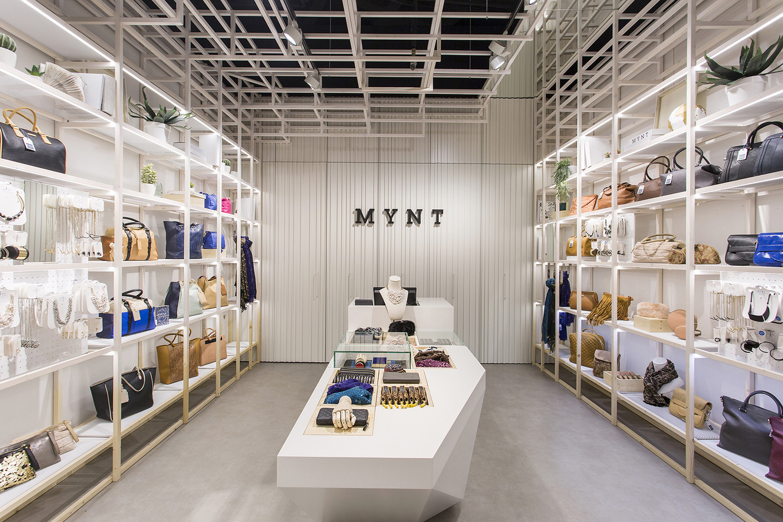 Mynt Flagship Store / Dear Design, © Xavi Torrent