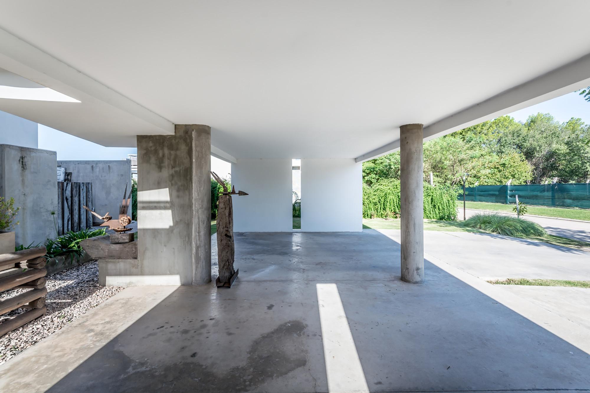 Casa La Santina / Bisio Arquitectos