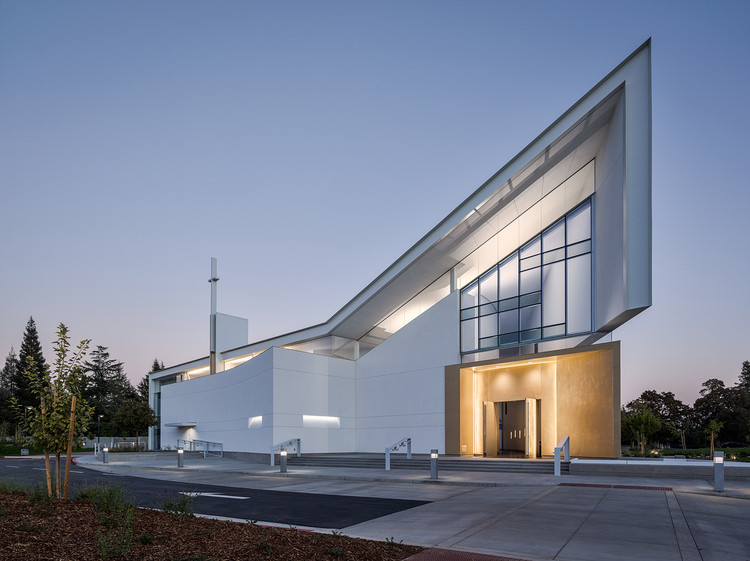 Jesuit High School Chapel of the North American Martyr / Hodgetts + Fung, © Joe Fletcher